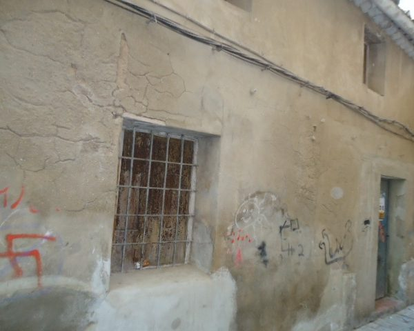 Inmobiliaria Área Urbana vende casa en el casco antiguo de Villena por 10.000€