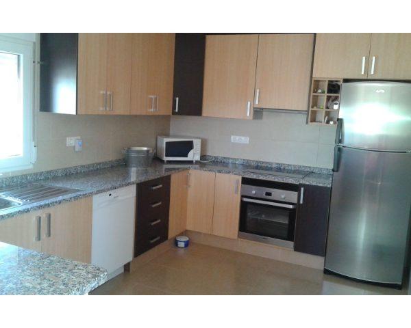 Inmobiliaria Area Urbana vende casa de campo con parcela en la localidad de Villena, ahora por solo 59.000€.