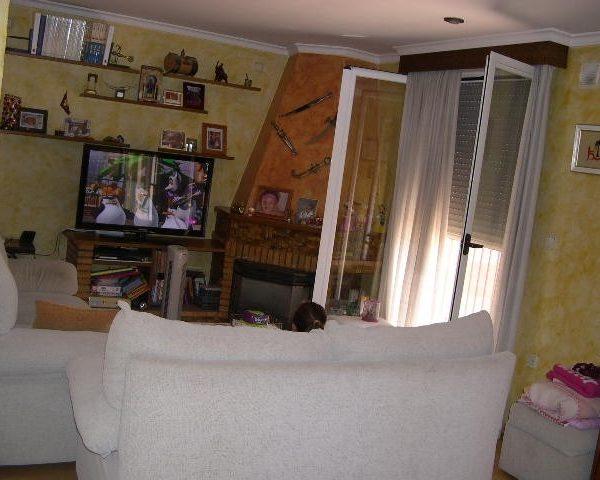 Área Urbana Inmobiliaria vende piso en Villena de 4 dormitorios en pleno centro de la ciudad.
